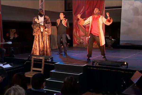Des détenus de plusieurs prisons des Yvelines ont joué une pièce de théâtre au Château de Versailles.