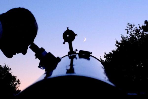 Plusieurs associations proposent d'observer ensemble les étoiles.