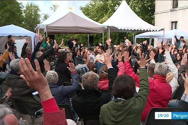 Originaire de Bretagne, La Bascule a organisé un rassemblement citoyen pour fédérer autour de la nécessité urgente de changement de modèle sociétal. Une transition citoyenne qui a rencontré de l'écho en Dordogne