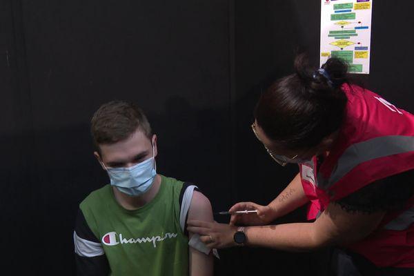 Dans le Finistère, 49 % des 12-17 ans, ont reçu deux doses de vaccin