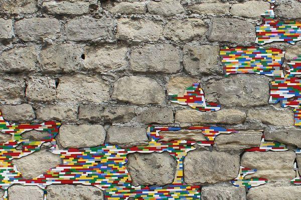 Depuis 10 ans l'artiste Jan Vormann répare la ville
