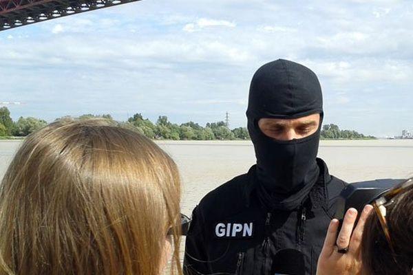 Le RAID (Recherche, Assistance, Intervention, Dissuasion) est une unité d'élite de la police nationale française.