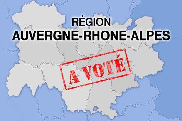 """Les conseillers régionaux réunis jeudi 23 juin 2016 ont voté à l'unanimité le nouveau nom de Région : """"Auvergne-Rhône-Alpes""""."""