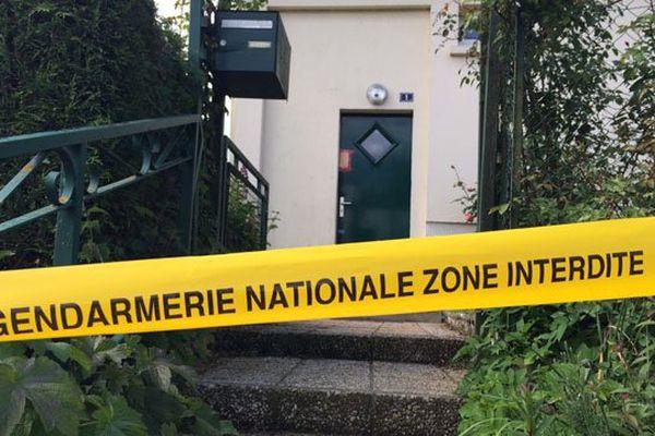 Le corps sans vie d'une femme de 93 ans a été découvert ce jeudi dans ce pavillon d'Athis-de-l'Orne