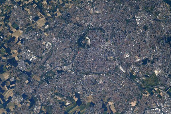 Sur la photographie aérienne de Lille prise par l'astronaute américain Shane Kimbrough depuis la station spatiale internationale, on distingue la Citadelle.