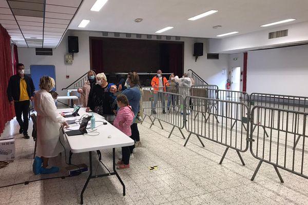 Une opération de dépistage massif est organisée dans la salle des fêtes de Wimereux. l'objectif : casser les chaînes de transmission et éviter une propagation du variant Delta sur la Côte d'Opale.