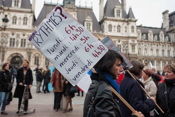 Rassemblement contre les nouveaux rythmes scolaires et le decret Peillon, devant l Hotel de Ville de Paris, le 14 octobre 2013