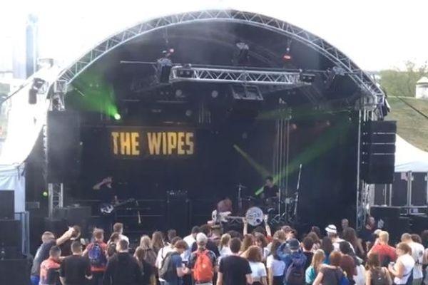 The Wipes en plein concert sur la scène du Jardin du Michel