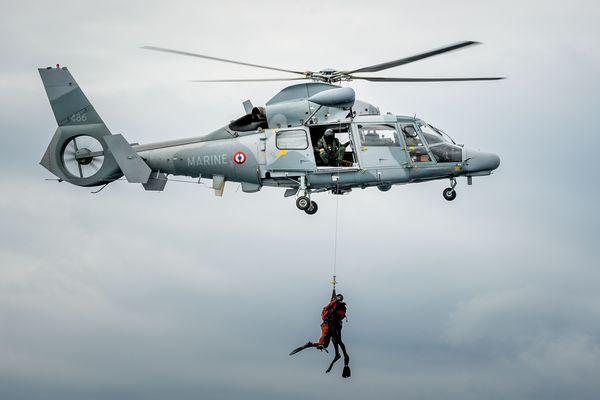 Image d'archives hélitreuillage par hélicoptère Panther. Image prétexte.