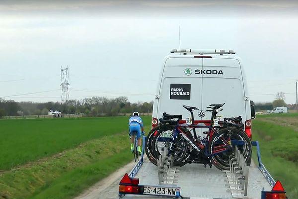 Evaldas Siskevicius et la voiture-balai dimanche sur Paris-Roubaix