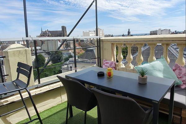 La terrasse du Golden Tulip, avec vue sur la cathédrale
