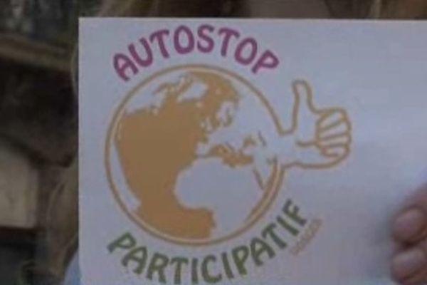 Automobilistes et passagers s'identifient grâce à cette pancarte.
