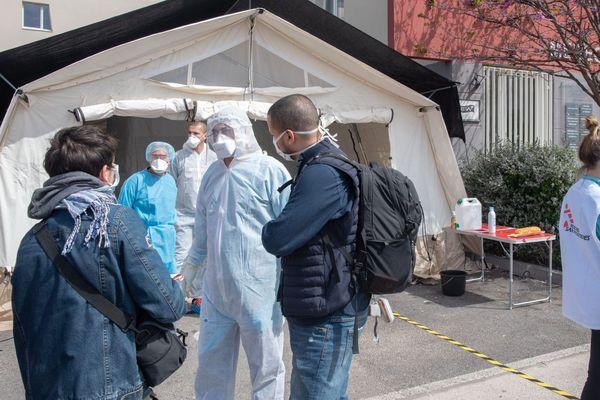 16.04.2020. MSF a commencé le dépistage des malades du covid au centre de soins de Malpassé, dans le 13e arrondissement de Marseille.