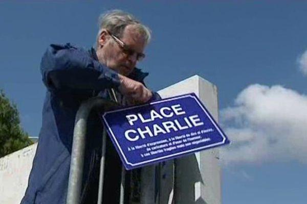 """Le skatepark, baptisé """"place Charlie"""" par un un collectif vierzonnais."""