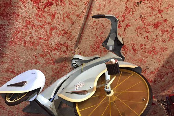 Tricycle offert par l'un de ses amis.