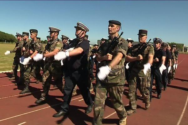 Depuis un mois, les militaires de l'école des Fourriers sélectionnés pour participer au 14 juillet dans la capitale s'entraînent à défiler.
