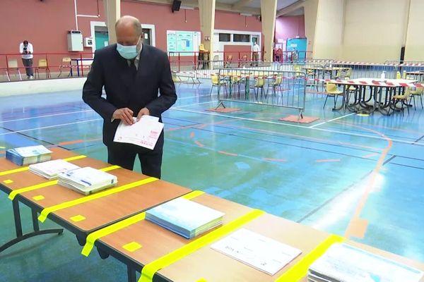 À Cousolre, il n'y avait aucun bulletin de vote pour la liste de Karima Delli pendant plus de 4 heures ce dimanche matin, alors même que le garde des Sceaux y a voté aux alentours de 9h15.