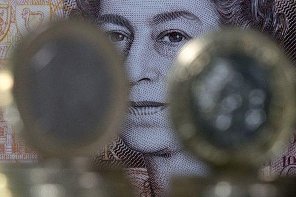 La monnaie britannique cible de fonds spéculatifs ?