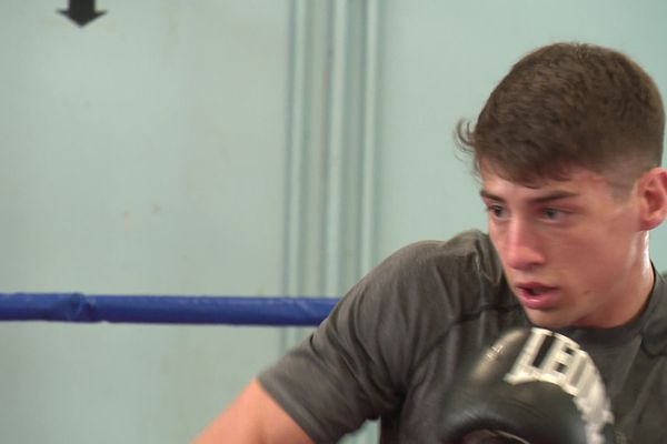 ValentinPizzolorusso s'entraîne à la boxe.