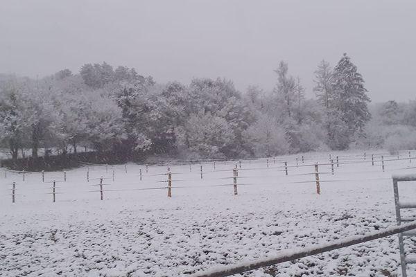 <p>Il neige à Fondremand en Haute-Saône</p>