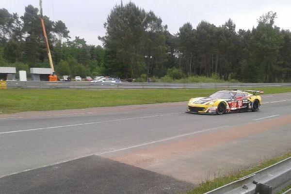 La Corvette numéro 50 sur le circuit.