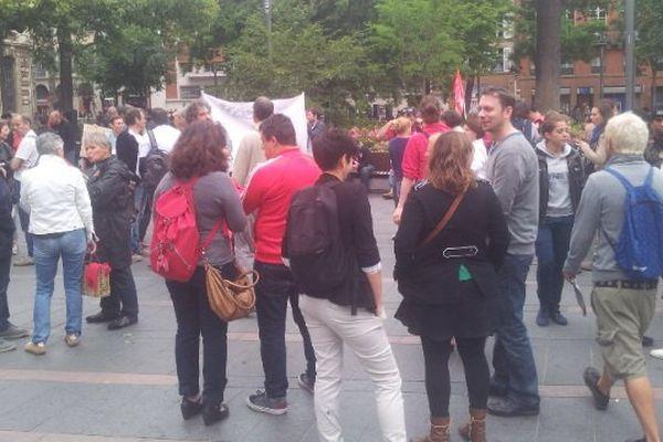 300 personnes environ manifestent ce vendredi au Capitole.