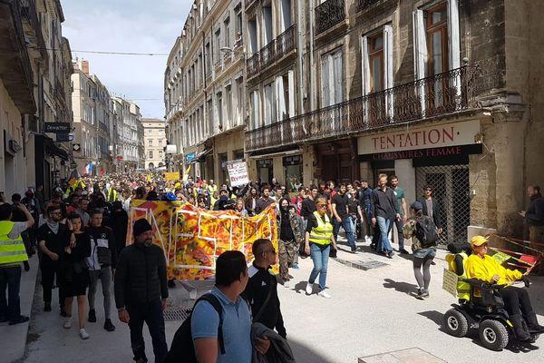 Les gilets jaunes défilent dans les rues de Montpellier. / 27 avril 2019.
