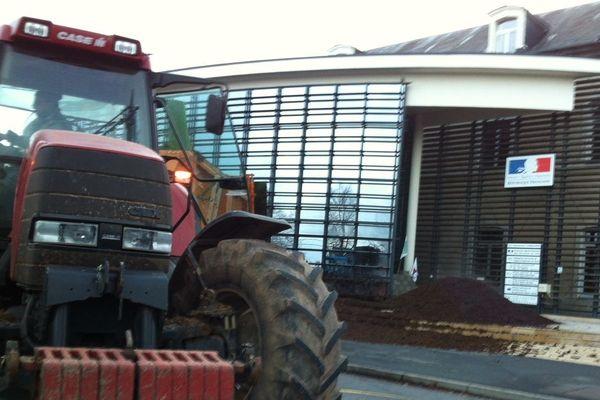 A Bourges, près de 300 agriculteurs mobilisés.