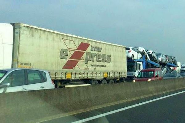 L'accident sur l'A10 au niveau de Château-Renault près de Tours génère un embouteillage depuis 4h00 ce vendredi