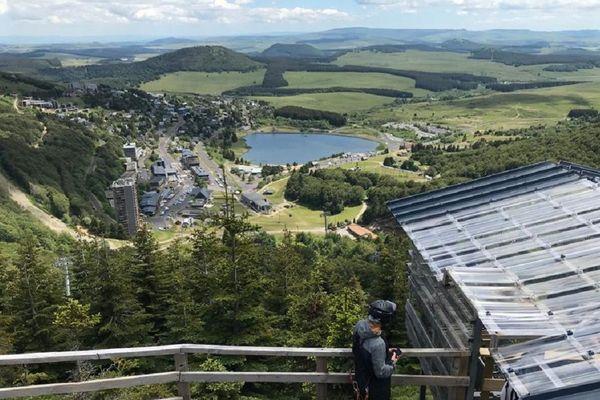 A la station de Super-Besse, dans le Puy-de-Dôme, les activités ont repris pour le plus grand bonheur des amateurs de sensations.