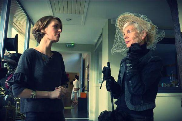 Christiane Lablancherie porte le chapeau à voilette, un des atours des femmes à la Belle Epoque