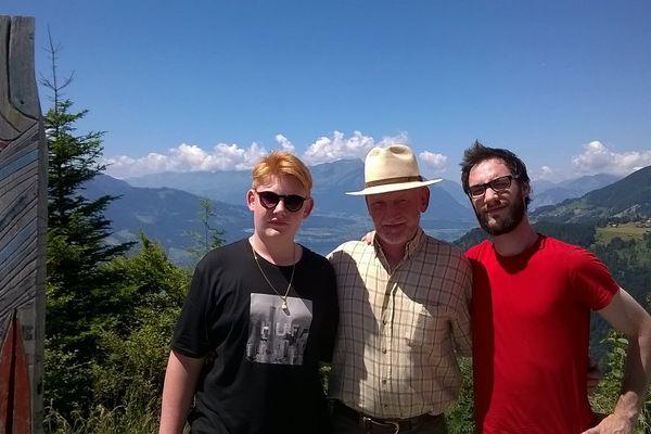Quentin Mourier, ici à droite, avec son père et son petit frère, en été 2015