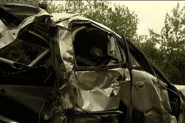 La Citroën C5 dans laquelle trois hommes ont perdu la vie à Plouër-sur-Rance (22)