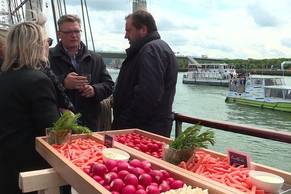 Les réceptions organisées sur les voiliers permettent à l'Armada de rembourser les frais occasionnés par la venue des navires.