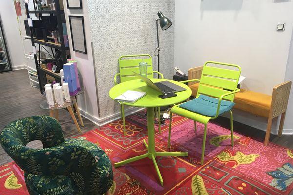 Coloré et cosy, le magasin veut accueillir tous les clients et toutes les clientes, que ce soit un public habitué ou totalement novice.