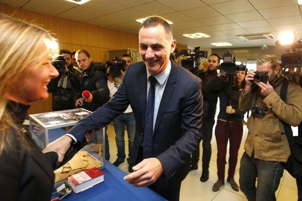 10/12/2017 - Le leader autonomiste Gilles Simeoni (Pè a Corsica), tout sourire lors du second tour des élections territoriales en Corse