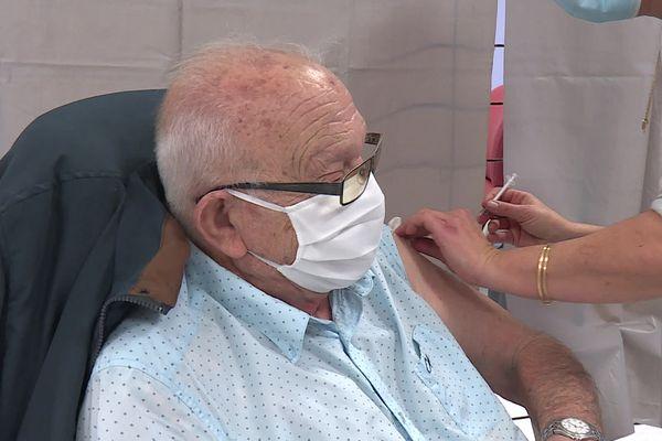 A Agde, le centre de vaccination contre la Covid a ouvert ses portes dans les locaux de l'hôpital Saint Loup, jeudi 21 janvier. Pour le moment, seules 200 doses sont disponibles chaque semaine.