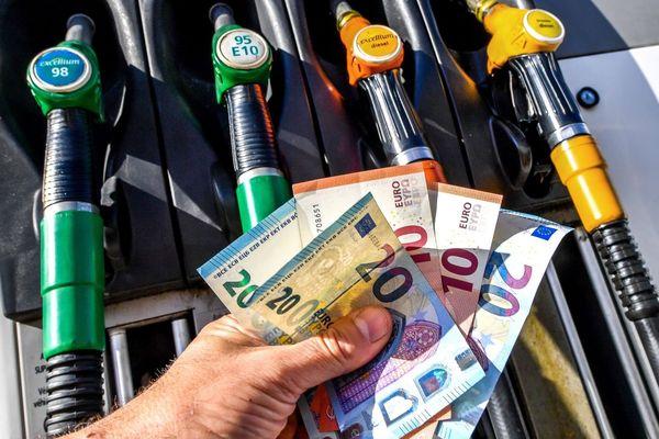 """Le collectif """"Agissons contre la cherté des carburants en Corse"""" appelle les automobilistes insulaires à se mobiliser le 3 avril."""