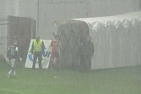 Nîmes - la rencontre de Ligue 2 contre Caen est suspendue puis arrêtée - 4 octobre 2013.