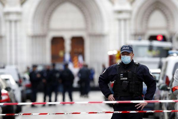 Trois personnes ont été tuées par arme blanche par l'attaquant de la basilique Notre-Dame, à Nice, ce jeudi 29 octobre au matin.