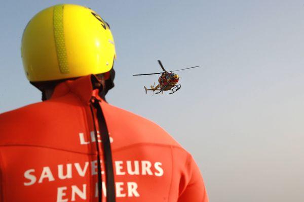 L'hélicoptère Dragon 76 de la sécurité civile a participé aux recherches au large de Deauville.