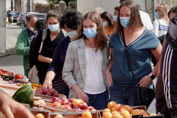 Illustration. Le port du masque devrait redevenir obligatoire sur le marché de Vesoul d'ici la fin de la semaine.