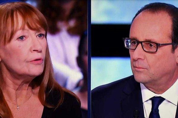Joëlle Mediavilla, sans emploi, interroge le président de la République, François Hollande, sur le plateau de TF1, le 6 novembre 2014.