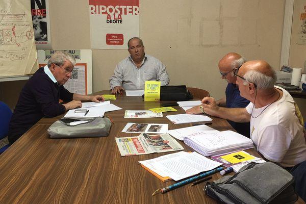 André Boudes (au centre de la photo) est le nouveau secrétaire fédéral du Parti communiste dans le Tarn. A ses côtés l'ancien vice-président du Conseil départemental, Roland Foissac (à gauche de la photo)