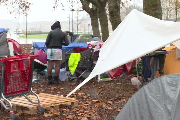 Une aire d'accueil solidaire s'est installée sur les quais de Bordeaux