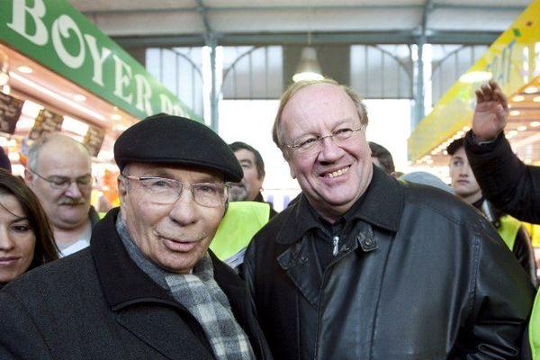 Le 28 novembre 2010, Serge Dassault et Jean-Pierre Bechter faisant campagne sur le marché de Corbeil-Essonnes