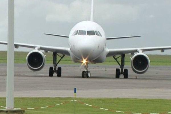 Des masques de protection sont arrivés à l'aéroport de Châteauroux.