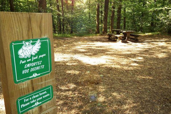"""""""Pour une forêt propre, emportez vos déchets"""" Forêt Domaniale de Mervent-Vouvant, Vendée"""