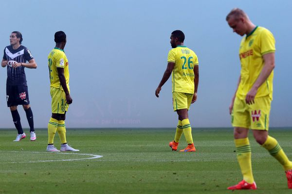 Girondins de Bordeaux / FC Nantes, match interrompu en 1ère mi-temps par les fumigènes des supporters bordelais... (2-0) à la fin