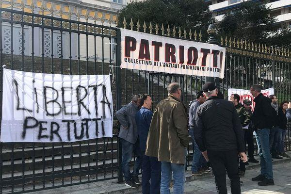 Un rassemblement est organisé ce mardi, par solidarité avec trois militants nationalistes corses condamnés pour terrorisme, qui refusent leur inscription au Fijait.